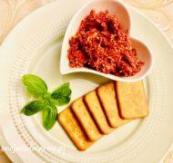 Pasta pomidorowo - serowa z czosnkiem