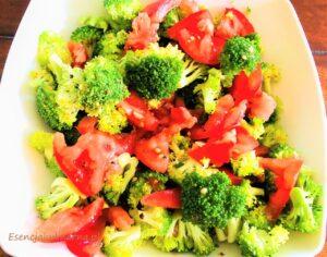 Szybka sałatka ze świeżego brokuła