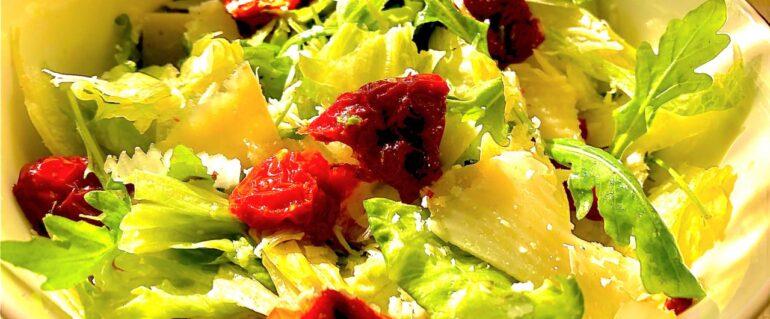 Sałatka z suszonymi pomidorami i grana padano