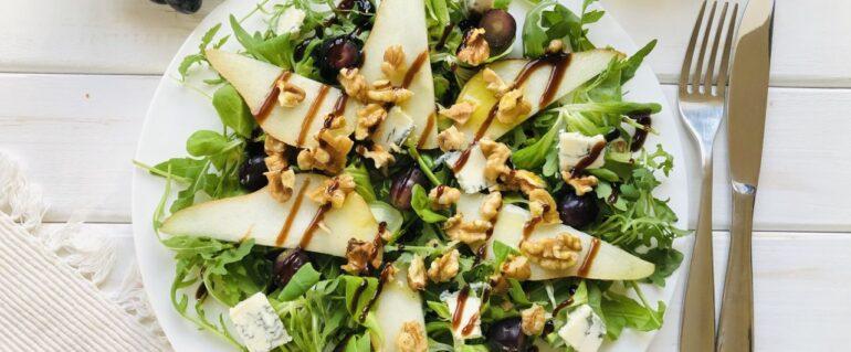 Sałatka z gruszką williams i gorgonzolą