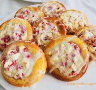 Drożdżówki z serem i malinami