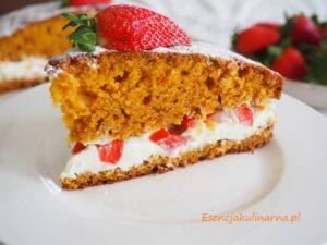 Ciasto z mango jogurtem i truskawkami