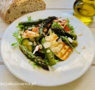 Sałatka z zielonymi szparagami i halloumi