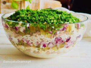 Sałatka warstwowa z ryżem i tuńczykiem