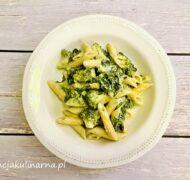 Penne z brokułami szpinakiem i gorgonzolą